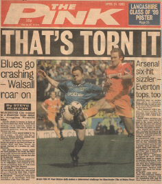 The Manchester Evening News - Saturday 24th April 1999 - Matt Lawrence and Paul Dickov battle it out